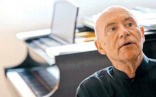 Ο Κρ. Εσενμπαχ έχει συνεργαστεί με σπουδαίες ορχήστρες.