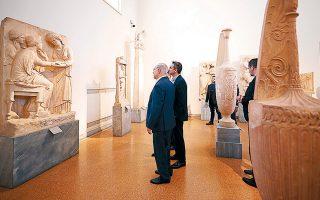 Ο Μπέντζαμιν Νετανιάχου και ο Κυριάκος Μητσοτάκης κατά τη χθεσινή ξενάγηση στο Αρχαιολογικό Μουσείο.