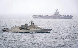 Η φρεγάτα «Σπέτσαι» του Πολεμικού Ναυτικού συνοδεύει το γαλλικό αεροπλανοφόρο «Σαρλ ντε Γκωλ» στο πλαίσιο της επιχείρησης «Foch», στα νότια της Κρήτης.