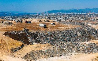 Στην έκθεση αναφέρεται χαρακτηριστικά ότι στη χωματερή της Φυλής «διαπιστώθηκαν μεγάλες και εγκληματικές υπερβάσεις σε σχέση με τα θεσμοθετημένα όρια».