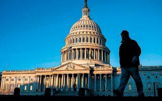 Τα ξημερώματα της Τετάρτης ολοκληρώθηκε η πρώτη ημέρα της δίκης του προέδρου των ΗΠΑ στο Κογκρέσο, με τις κατηγορίες της κατάχρησης εξουσίας και παρακώλυσης του έργου της Βουλής.