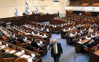 Η αίθουσα της Κνεσέτ μετά τη χθεσινή συζήτηση και την ανακοίνωση του Νετανιάχου ότι αποσύρει το αίτημά του για ασυλία.