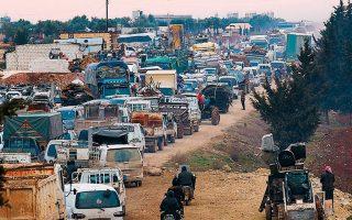 Κονβόι προσφύγων που εγκαταλείπουν τη συριακή επαρχία Ιντλίμπ με κατεύθυνση την Τουρκία.
