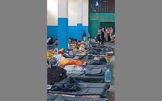 Aθλιες συνθήκες επικρατούν στις επονομαζόμενες «εγκαταστάσεις συγκέντρωσης και αναχώρησης» προσφύγων στη Λιβύη.