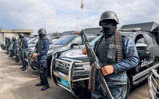 Ενοπλοι άνδρες των δυνάμεων ασφαλείας έχουν αναπτυχθεί στη γειτονιά Τατζούρα, ανατολικά της Τρίπολης.