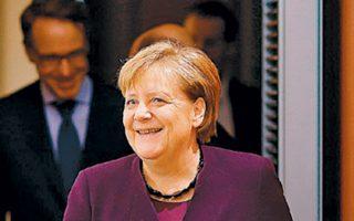Η Γερμανίδα καγκελάριος Αγκελα Μέρκελ καταφθάνει στην καγκελαρία για τη συνάντηση με τους κυβερνητικούς εταίρους της.