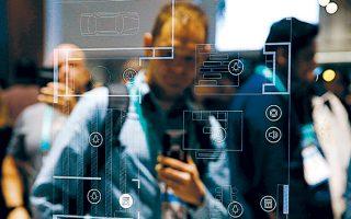 Σκηνή από την έκθεση CES, χθες, στο Λας Βέγκας. Σημάδια ψηφιακής κόπωσης καταγράφονται μεταξύ των καταναλωτών σε Γαλλία, Ολλανδία, Βρετανία και ΗΠΑ, με το κοινό να αρχίζει να αναρωτιέται εάν η ηλεκτρονική διασύνδεση ενέχει κινδύνους.