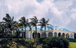 Βίαζε, ασελγούσε, διακινούσε και κρατούσε αιχμάλωτα εκατοντάδες κορίτσια, ακόμα και 11 ετών, στο ιδιωτικό του νησί, στις αμερικανικές Παρθένους Νήσους, ο αυτόχειρας παιδεραστής Τζέφρι Επσταϊν, σύμφωνα με νέα αγωγή.