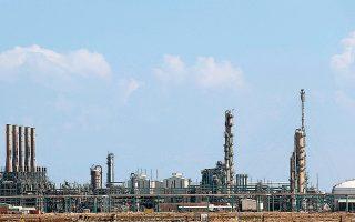 Οι δυνάμεις του στρατάρχη Χαλίφα Χαφτάρ εξακολουθούσαν χθες να εμποδίζουν την παραγωγή και εξαγωγή πετρελαίου στη Λιβύη (φωτογραφία αρχείου).