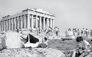 Μία από τις φωτογραφίες του λευκώματος με τίτλο «On the Acropolis».