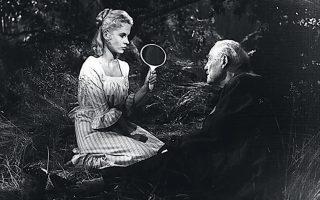Ινγκριντ Τούλιν και Βίκτορ Σιέστρομ σε σκηνή από τις «Αγριες φράουλες».