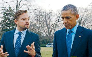 Ο Λεονάρντο ντι Κάπριο συνομιλεί με τον Μπαράκ Ομπάμα, σε σκηνή από το ντοκιμαντέρ «Before the Flood».