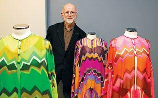 Σχεδιαστής μόδας, καλλιτέχνης, σκηνοθέτης, φωτογράφος, αρχιτέκτονας εσωτερικών χώρων και, κυρίως, οραματιστής. Aκαταπόνητος, ενθουσιώδης και εξαιρετικά ταλαντούχος. Ο Γιάννης Τσεκλένης έφυγε από τη ζωή σε ηλικία 82 ετών. Ετοίμαζε μια μεγάλη αναδρομική έκθεση στο τέλος του χρόνου, η οποία και θα γίνει προς τιμήν του από τους φορείς που την έχουν αναλάβει.