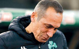 Το θρίλερ του ΟΑΚΑ έχει λήξει υπέρ του Παναθηναϊκού και ο Γιώργος Δώνης ξεσπάει σε λυγμούς, αποβάλλοντας όλη την ένταση του αγώνα.