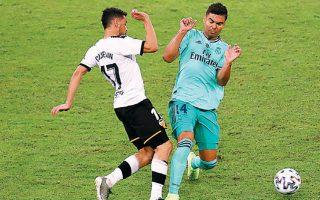 Η Ρεάλ Μαδρίτης προκρίθηκε χθες στον τελικό του ισπανικού Σούπερ Καπ, που διεξάγεται στην Τζέντα της Σαουδικής Αραβίας, επικρατώντας της Βαλένθια με 3-1 με γκολ των Τόνι Κρος και Ισκο και ένα εντυπωσιακό φαλτσαριστό πλασέ του Λούκα Μόντριτς. Στις καθυστερήσεις μείωσε ο Ντάνι Παρέχο με πέναλτι. Στον αποψινό δεύτερο ημιτελικό παίζουν (9 μ.μ.) η Μπαρτσελόνα με την Ατλέτικο Μαδρίτης για μία θέση στον τελικό της Κυριακής.