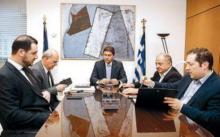 Ο υφυπ. Αθλητισμού Λ. Αυγενάκης συναντήθηκε χθες με τον πρόεδρο της ΕΠΟ Ευ. Γραμμένο, τον πρόεδρο της Σούπερ Λιγκ 1 Μ. Λυσάνδρου, εκπρόσωπο του υπ. Προστασίας του Πολίτη και υπηρεσιακούς παράγοντες της ΓΓΑ.