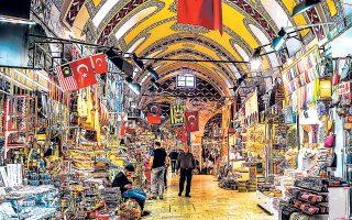 Το παζάρι της Κωνσταντινούπολης, ένα από τα πιο πολυσύχναστα και δημοφιλή σε ολόκληρο τον κόσμο, μετράει περισσότερα από 4.000 καταστήματα και είναι επίκεντρο της βιομηχανίας κοσμημάτων.
