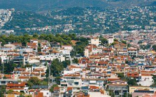 Προσβλέπουμε σε άμεση επίλυση του ζητήματος, ώστε να ξεκινήσει να απορροφάται το απόθεμα των απούλητων κατοικιών», σημειώνει στην «Κ» ο κ. Δημ. Καψιμάλης, πρόεδρος της Ομοσπονδίας Κατασκευαστών Κτιρίων Ελλάδος.