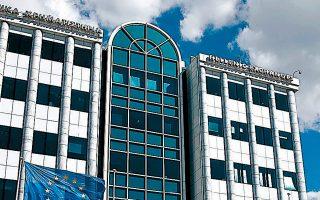 Το νομοσχέδιο, που δίνεται τις επόμενες μέρες σε διαβούλευση, δημιουργεί τις προϋποθέσεις ώστε το ελληνικό Χρηματιστήριο να αναζητήσει συμμαχίες με χρηματιστήρια άλλων χωρών, με κοινά συμφέροντα.