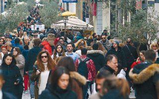 Οκτώ στους δέκα καταναλωτές ξεκίνησαν τις αγορές το δεύτερο δεκαπενθήμερο του Δεκεμβρίου, 15-24 του μηνός, και κυρίως μετά την καταβολή του δώρου των Χριστουγέννων, ενώ μόνο δύο στους δέκα έκαναν τις αγορές της τελευταίας στιγμής έως και την 31η Δεκεμβρίου.