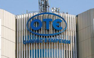 Το σύνολο των εργαζομένων των δύο βασικών εταιρειών του ομίλου, ΟΤΕ Α.Ε. και Cosmote Α.Ε., ανέρχεται σε 10.000. O αριθμός αυτός αντιστοιχεί στα 2/3 του συνολικά απασχολούμενου προσωπικού στον κλάδο.