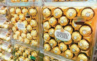 H ιστορία της οικογένειας Φερέρο ξεκίνησε πριν από 75 χρόνια από ένα συνοικιακό ζαχαροπλαστείο στην πόλη Αλμπα, στη βόρεια Ιταλία. Εκεί άρχισε να χρησιμοποιεί το φουντούκι ως συμπληρωματικό υλικό για τα γλυκά και τις σοκολάτες που δημιουργούσε, διότι πολύ απλά προμηθευόταν περιορισμένη ποσότητα κακάο.