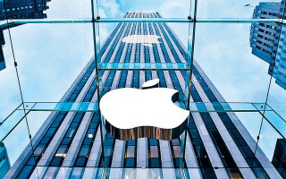 Η Apple εξέδωσε τον Νοέμβριο τα πρώτα πράσινα ομόλογά της σε ευρώ αξίας 2 δισ., πραγματοποιώντας μία από τις μεγαλύτερες περιβαλλοντικές συμφωνίες της ευρωπαϊκής αγοράς.