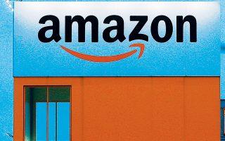 Η αλματώδης ανάπτυξη της Amazon έχει συντελέσει στην αύξηση των ηλεκτρονικών πωλήσεων στις ΗΠΑ, με το μερίδιό τους επί των συνολικών λιανικών να έχει ανέλθει από το 6% στο 11%. Ως αποτέλεσμα, μόνον το 2018 έκλεισαν σχεδόν 6.000 εμπορικά καταστήματα, ενώ από το 2014 και μετά χάθηκαν 114.000 θέσεις εργασίας στο λιανεμπόριο.
