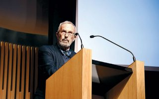 Ο ιστορικός Γιώργος Μαυρογορδάτος στο βήμα της εκδήλωσης.
