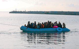 Εχει παρατηρηθεί το φαινόμενο κάποιες μη κυβερνητικές οργανώσεις να φτάνουν πρώτες στο ακριβές σημείο όπου ελλιμενίζεται μια βάρκα με πρόσφυγες ή μετανάστες στην ελληνική πλευρά, κάτι που εγείρει ερωτήματα για πιθανές σχέσεις με διακινητές.