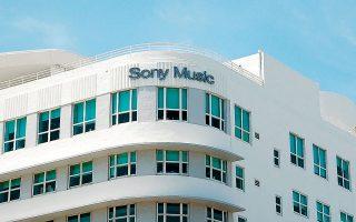 Πελάτες της Orfium είναι μουσικοί εκδότες, όπως οι Warner Chappell, Sony ATV, EΜΙ, Kobalt, αλλά και δισκογραφικές εταιρείες, όπως οι Warner Music Group, Sony Music Entertainment και Red Bull Records.