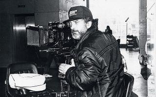 Ο διεθνώς καταξιωμένος κινηματογραφιστής Γιώργος Αρβανίτης εν δράσει, την εποχή που έζησε τα κωμικοτραγικά γεγονότα στη Φλώρινα.