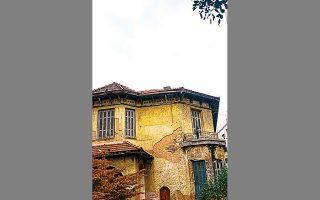 Σαρανταπόρου 14, στα Πατήσια. Στέγαζε άλλοτε το 109ο Δημοτικό Σχολείο Αθηνών.