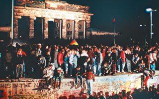 H πτώση του Τείχους του Βερολίνου στις 9 Νοεμβρίου 1989 ορίζει το τέλος του ευρωπαϊκού κομμουνισμού.