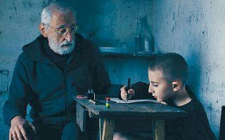 «Το φωτάκι» μεταφέρθηκε στον κινηματογράφο. Μάλιστα ο συγγραφέας εμφανίζεται στην ταινία. Εδώ, διακρίνεται αριστερά, σε μια σκηνή.