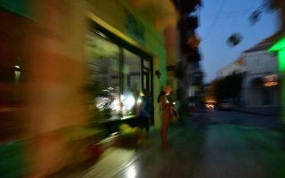 «Ρομαντική» απεικόνιση του Ναυπλίου, ύστερα από διακοπή ρεύματος εξαιτίας πυρκαγιάς σε υποσταθμό της ΔΕΗ. ΑΠΕ-ΜΠΕ/ΜΠΟΥΓΙΩΤΗΣ ΕΥΑΓΓΕΛΟΣ
