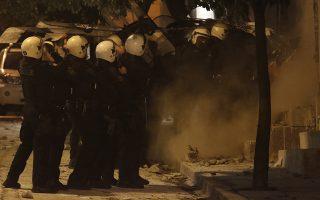 Αστυνομικές δυνάμεις επιχειρούν για την απομάκρυνση των αντιεξουσιαστών οι οποίοι προχώρησαν σήμερα σε ανακατάληψη του κτιρίου στην οδό Ματρόζου 45 στο Κουκάκι, Σάββατο 11 Ιανουαρίου 2020. Σε ανακατάληψη των κτηρίων στον αριθμό 45 της οδού Ματρόζου, καθώς και στον αριθμό 21 της οδού Παναιτωλίου, στο Κουκάκι, προχώρησαν ομάδες αντιεξουσιαστών. Πρόκειται για τις δύο καταλήψεις που εκκενώθηκαν σε αστυνομική επιχείρηση λίγο πριν τα Χριστούγεννα.  ΑΠΕ-ΜΠΕ/ΑΠΕ-ΜΠΕ/ΚΩΣΤΑΣ ΤΣΙΡΩΝΗΣ ΑΠΕ-ΜΠΕ/ΑΠΕ-ΜΠΕ/ΚΩΣΤΑΣ ΤΣΙΡΩΝΗΣ