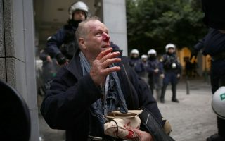 epithesi-enantion-fotoreporter-tis-deutsche-welle-sto-syntagma0