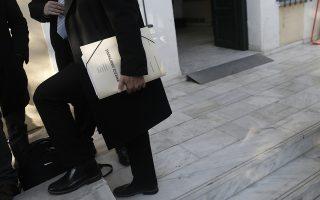 Δικηγόροι στην είσοδο της δικαστικής αίθουσας όπου εκδικάζεται η υπόθεση των θυμάτων από τις πλημμύρες στη Μάνδρα Αττικής, Αθήνα Παρασκευή 24 Ιανουαρίου 2020.  ΑΠΕ-ΜΠΕ/ΑΠΕ-ΜΠΕ/ΚΩΣΤΑΣ ΤΣΙΡΩΝΗΣ