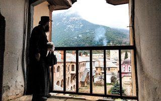 Η ιδιαίτερη μοναστηριακή αρχιτεκτονική και η ανέγγιχτη φύση του Αγίου Όρους δημιουργούν ένα μοναδικό σκηνικό. (Φωτογραφία: ΔΗΜΗΤΡΗΣ ΒΛΑΪΚΟΣ)