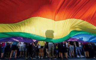 Στιγμιότυπο από το Athens Pride του περσινού Ιουνίου, μια εκδήλωση που κάθε χρόνο γίνεται όλο και πιο μαζική. © YANNIS KOLESIDIS/EPA