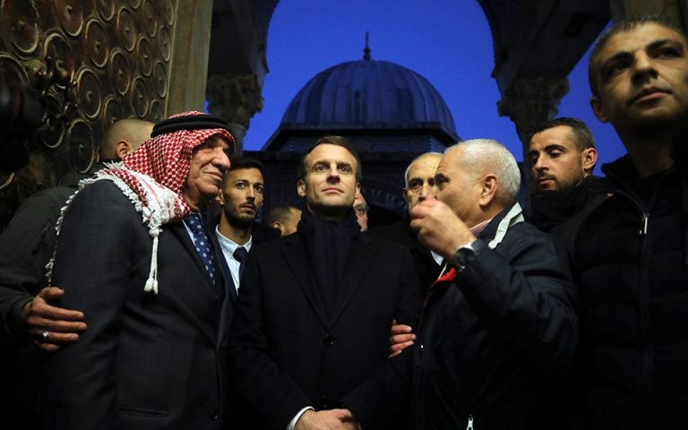Ιερουσαλήμ: Ο Μακρόν έδιωξε ισραηλινούς αστυνομικούς από εκκλησία (video)