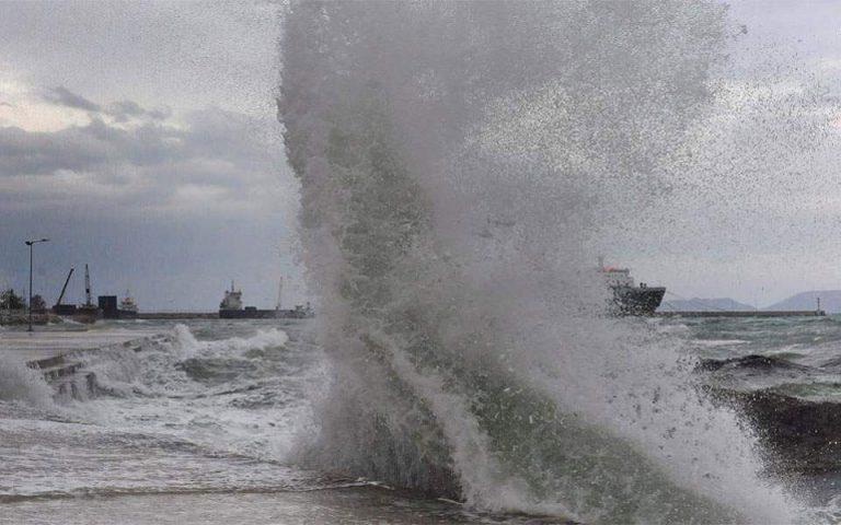 Υπό δύσκολες καιρικές συνθήκες η ρυμούλκηση του «AEOLOS» – 10 μποφόρ στο Αιγαίο