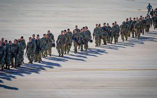 Οι αλεξιπτωτιστές της 82ης Αερομεταφερόμενης Μεραρχίας αναχωρούν εσπευσμένα για τη Μέση Ανατολή, μετά την ένταση που δημιουργήθηκε με το Ιράν. ©REUTERS/Bryan Woolston