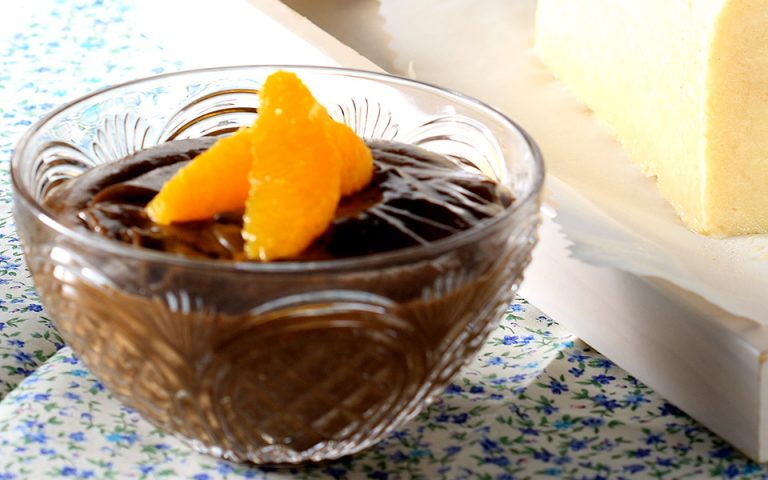 Πανεύκολη μους σοκολάτα με αβοκάντο και μέλι