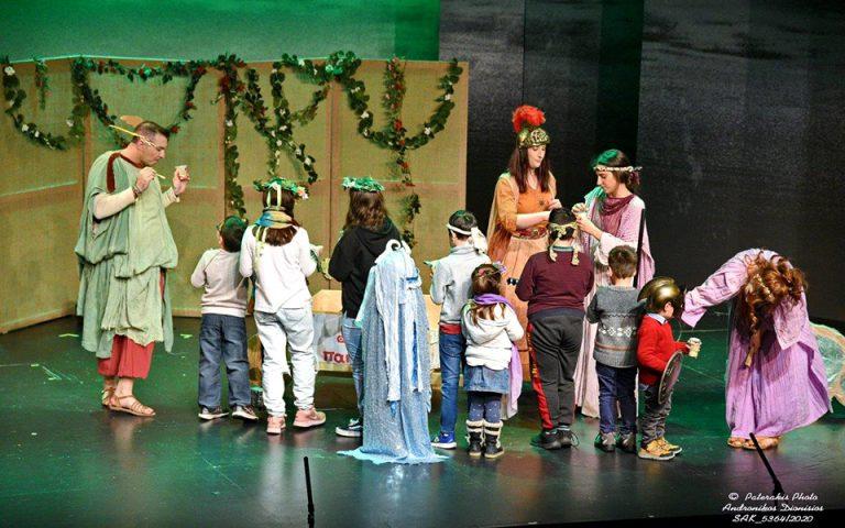 Μια γιορτινή θεατρική παράσταση από την ΟΛΥΜΠΟΣ για τα παιδιά φιλανθρωπικών οργανώσεων