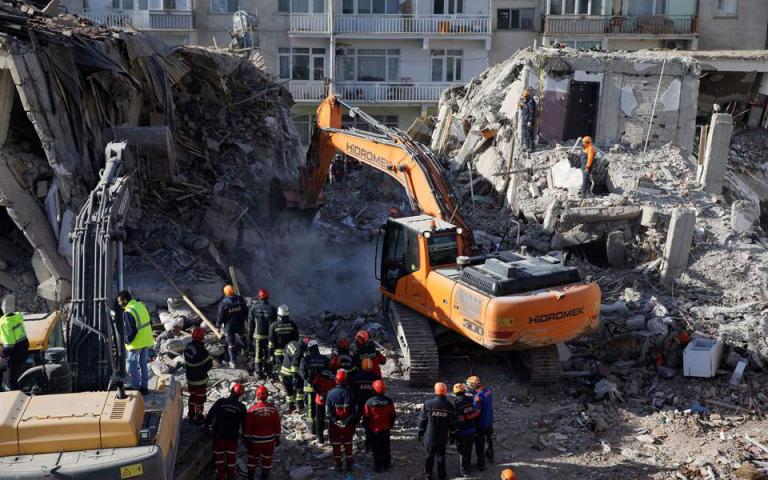 Τουρκία: Διασώστες αναζητούν στα ερείπια τους τελευταίους αγνοούμενους