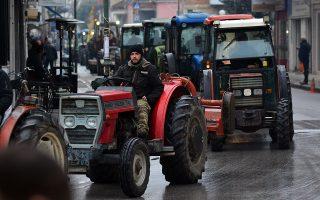 Αγρότες, αμπελοπαραγωγοί και αμβυκούχοι των αγροτικών συλλόγων του Τυρνάβου και του Δαμασίου πραγματοποίησαν συλλαλητήριο με τα τρακτέρ τους στον Τύρναβο και έκλεισαν γα λίγο την Εθνική οδό Λαρίσης - Κοζάνης, Δευτέρα 27 Ιανουαρίου 2019, ΑΠΕ-ΜΠΕ/ΑΠΕ-ΜΠΕ/ΑΠΟΣΤΟΛΗΣ ΝΤΟΜΑΛΗΣ