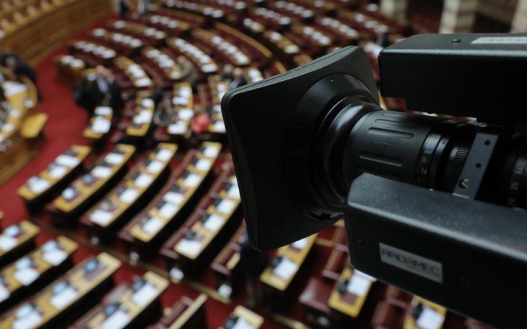 Εν μέσω έντασης και οξύτητας υπερψηφίστηκαν τρία άρθρα του νομοσχεδίου για την αξιολόγηση των ΑΕΙ