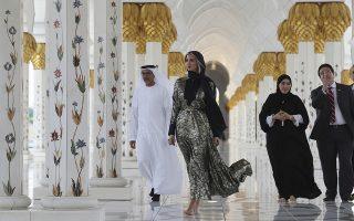 Σε επίσημη επίσκεψη. Στο Ντουμπάι βρέθηκε η πρώτη κόρη, η καλλονή Ivanka Trump. Αφορμή στάθηκε η ομιλία της στο Παγκόσμιο Φόρουμ Γυναικών  και δεν παρέλειψε να επισκεφθεί το εικονιζόμενο Sheikh Zayed τζαμί και το Μουσείο του Λούβρου στο Αμπού Ντάμπι. (AP Photo/Kamran Jebreili)